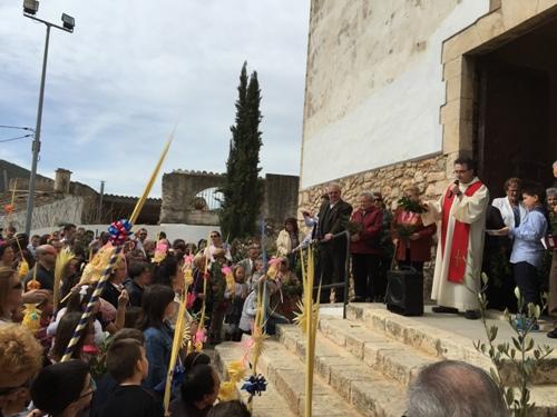 La benedicció de Rams obre els actes litúrgics de Setmana Santa a la parròquia de Santa Magdalena de Canyelles